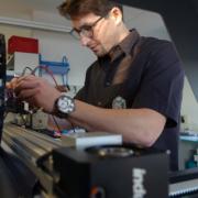 Simon Schlosser in der Elektronik Entwicklung